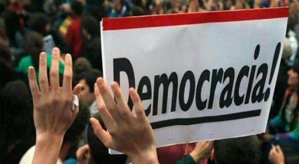 DEMOCRACIAS BAJO TENSIÓN